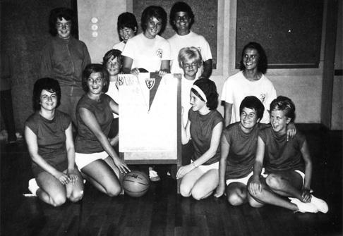 1965 TSV Ludwigstadt (dunkle Trikots): Mariechen Schiller, Anneliese Bergner, Monika Krüger, Gisela Kiesauer, Bärbel Gafel und Gusti Gläsel